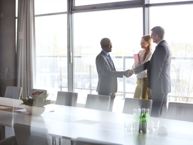 businessman-shaking-hands-640x480.jpg